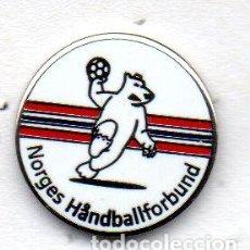 Coleccionismo deportivo: PIN-FEDERACION DE BALONMANO DE NORUEGA. Lote 156657762