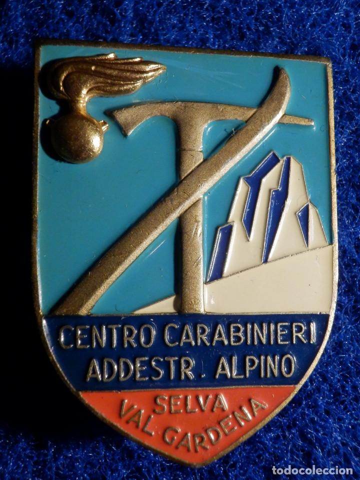INSIGNIA ESQUI - CENTRO CARABINIERI ADDESTR. AMIENTO ALPINO - SELVA VAL GARDENA - 32 X 45 MM (Coleccionismo Deportivo - Pins otros Deportes)