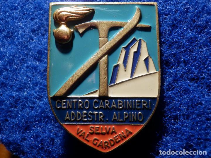 Coleccionismo deportivo: Insignia Esqui - Centro Carabinieri Addestr. amiento Alpino - Selva Val Gardena - 32 x 45 mm - Foto 3 - 156950042