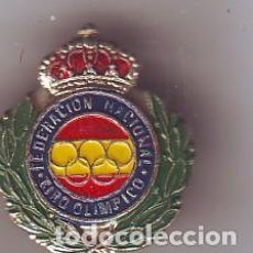 Coleccionismo deportivo: PIN FEDERACION NACIONAL DE TIRO OLIMPICO. Lote 160137318