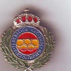 Coleccionismo deportivo: PIN FEDERACIÓN NACIONAL DE TIRO OLÍMPICO. Lote 160137654