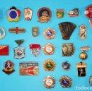 Coleccionismo deportivo: LOTE DE 30 INSIGNIAS O PIN DE LA URSS EN CIRILICO CON SIMBOLOS COMUNISTAS, OLIMPIADAS, FUTBOL, ETC. . Lote 160381166