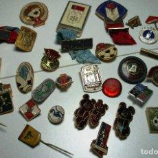 Coleccionismo deportivo: LOTE 31 ANTIGUOS PINS, MEDALLAS RUSIA, CCCP, FÚTBOL, NATACIÓN, GIMNASIA,BALONCESTO,AJEDREZ,HOCKEY.... Lote 96550771