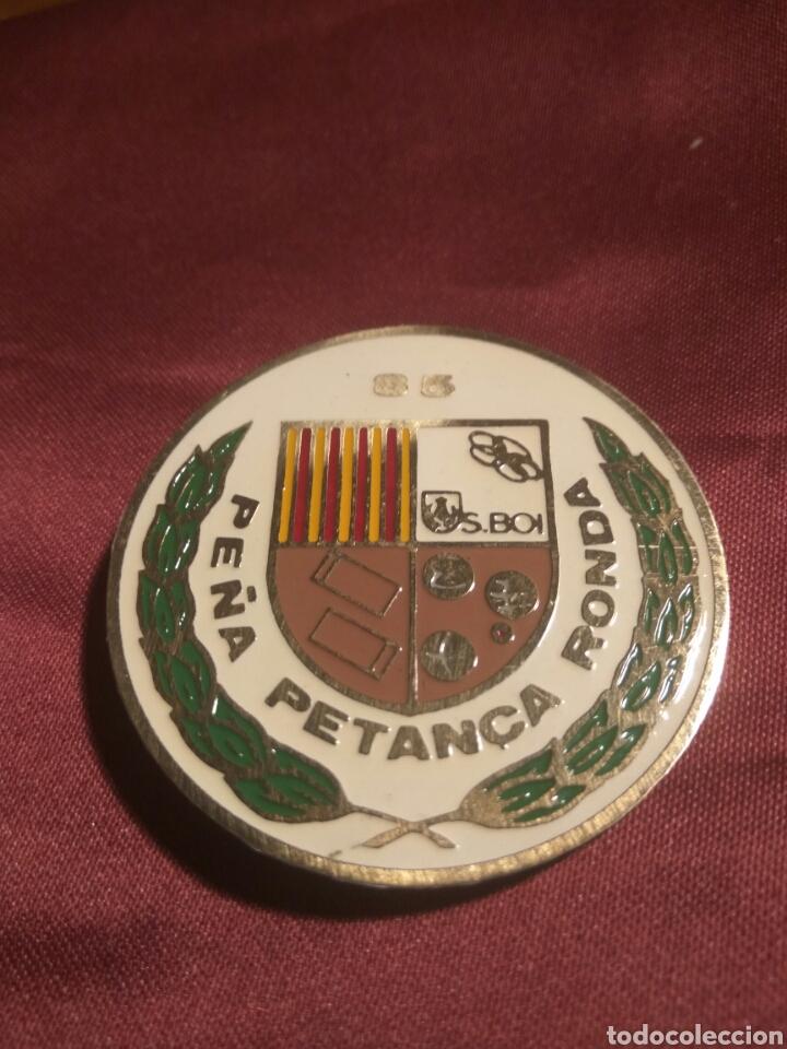 EMBLEMA PEÑA PETANCA RONDA 85 (Coleccionismo Deportivo - Pins otros Deportes)