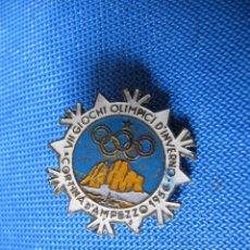 Coleccionismo deportivo: INSIGNIA DEPORTIVA VII GIOCHI OLIMPICI D' INVERNO. CORTINA D' AMPEZZO, 1956. JUEGOS OLÍMPICOS.. Lote 166014954