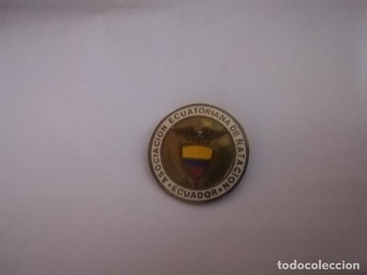 Coleccionismo deportivo: INSIGNIA ASOCIACION ECUATORIANA DE NATACION PINS - Foto 2 - 167970516