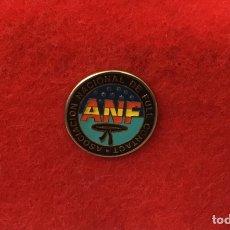 Coleccionismo deportivo: PIN ASOCIACIÓN NACIONAL DE FULL CONTACT. Lote 169606858