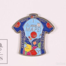 Coleccionismo deportivo: PIN DE CICLISMO - MAILLOT MAPEI / KERABOND - MEDIDAS 22 X 22 MM. Lote 296778598