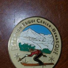 Coleccionismo deportivo: PIN TIP INSIGNIA ANTIGUA DEPORTES DE INVIERNO ESQUI SKI CERLER BENASQUE. Lote 199189473
