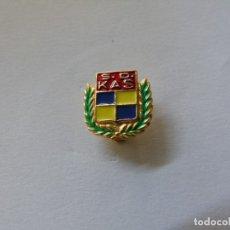 Coleccionismo deportivo: PIN DE LA S.D. KAS - TIPO SOLAPA. Lote 175963137
