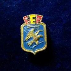 Coleccionismo deportivo: ANTIGUA INSIGNIA PIN DE OJAL O SOLAPA F.E.P. FEDERACION ESPAÑOLA DE PATINAJE HOCKEY. Lote 178387552