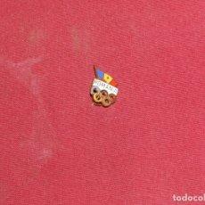 Coleccionismo deportivo: INSIGNIA ESMALTADA DE AGUJA ANTIGUA - ROMANIA OLIMPIADA. Lote 179311553