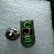 Coleccionismo deportivo: PINS INSIGNIA CLUB JUVENTUD BADALONA. Lote 180008315