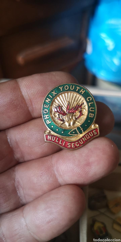 ANTIGUA INSIGNIA FÉNIX YOUTH CLUB NULLI SECUNDUS (Coleccionismo Deportivo - Pins otros Deportes)