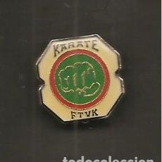 Coleccionismo deportivo: PIN, KARATE FTVK, FEDERACIÓN TERRITORIAL VIZCAINA DE KARATE. Lote 180968208