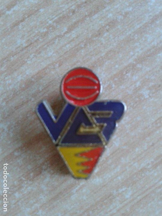 PINS-DE-OJAL-ESCUDO-EQUIPO-BALONCESTO-BASKET FORUN VALLADOLID (Coleccionismo Deportivo - Pins otros Deportes)