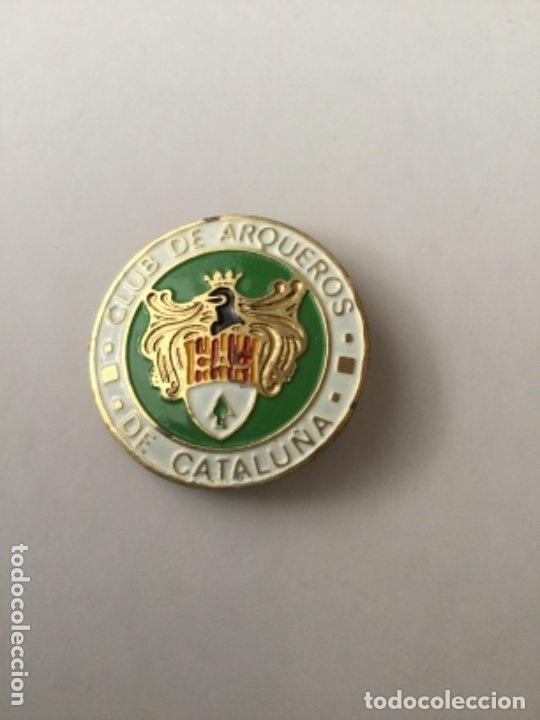 INSIGNIA CLUB ARQUEROS DE CATALUÑA- NUEVA- 3 CM. (Coleccionismo Deportivo - Pins otros Deportes)