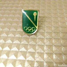 Coleccionismo deportivo: ANTIGUO PIN OLIMPIADAS OLÍMPICOS ESCUDO. Lote 186106345
