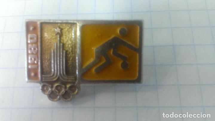 INSIGNIA DEPORTE OLIMPIADA 80 MOSCU. URSS. VOLEIBOL. (Coleccionismo Deportivo - Pins otros Deportes)