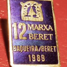 Coleccionismo deportivo: PIN INSIGNIA DE AGUJA: ALTA MONTAÑA - ESQUÍ NÓRDICO - 12 MARXA BERET - BAQUEIRA BERET, DEL AÑO 1989. Lote 186362262