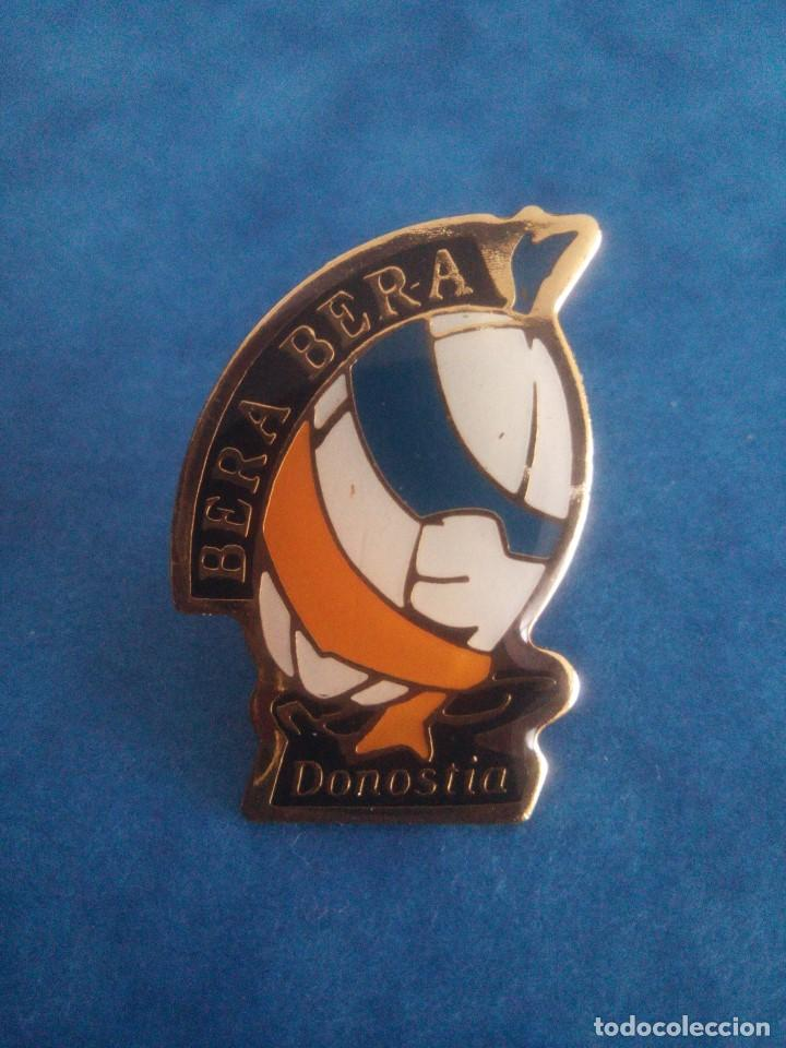 PIN BERA BERA - CLUB DE DEPORTES - RUGBY - BALONMANO - DONOSTIA - GUIPUZCOA (Coleccionismo Deportivo - Pins otros Deportes)