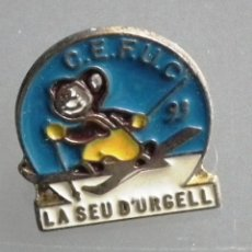 Coleccionismo deportivo: PIN CLUB ESQUÍ DE FONS URGELLET CERDANYA (CEFUC) 1993. Lote 187194423
