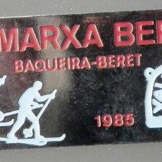 Coleccionismo deportivo: PIN INSIGNIA DE AGUJA: ALTA MONTAÑA - ESQUÍ NÓRDICO - VIII MARXA BERET - BAQUEIRA BERET, AÑO 1985. Lote 187454072