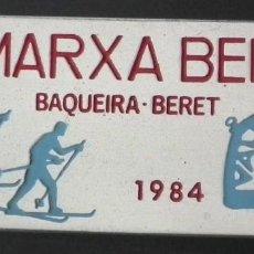 Coleccionismo deportivo: PIN INSIGNIA DE AGUJA: ALTA MONTAÑA - ESQUÍ NÓRDICO - VII MARXA BERET - BAQUEIRA BERET, AÑO 1984. Lote 187454225