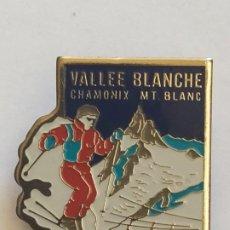 Coleccionismo deportivo: PIN COLAPA DE METAL ESMALTADO TROFEO DE VALLE BLANCHE CHAMONIX MT.BLANC. Lote 190868993