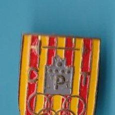 Coleccionismo deportivo: INSIGNIA DEL C. P. T. CLUB DE PESAS TARRASA. HALTEROFILIA, TERRASSA, BARCELONA.. Lote 192922297