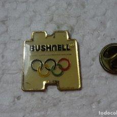 Coleccionismo deportivo: PIN DE DEPORTES. JUEGOS OLÍMPICOS OLIMPIADAS BARCELONA 92 1992. TELESCOPIOS BUSHNELL PRISMÁTICOS. Lote 193864231