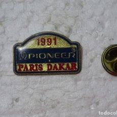 Coleccionismo deportivo: PIN DE DEPORTES. MOTOS AUTOMOVILISMO. RALLY PARIS DAKAR 1991 PIONEER. Lote 193864288
