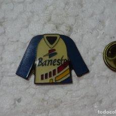 Coleccionismo deportivo: PIN DE DEPORTES. CICLISMO. MAILLOT DEL EQUIPO CICLISTA BANESTO. Lote 193864346