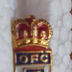 Coleccionismo deportivo: ANTIGUA INSIGNIA OVIEDO FUTBOL CLUB . Lote 193881393
