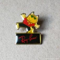 Coleccionismo deportivo: PIN COBI. BARCELONA 92 RAY-BAN. GAFAS DE SOL. Lote 194718431
