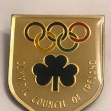 Coleccionismo deportivo: ABTIGUA INSIGNIA PIN COMITE OLIMPICO DE IRLANDA. Lote 195295351