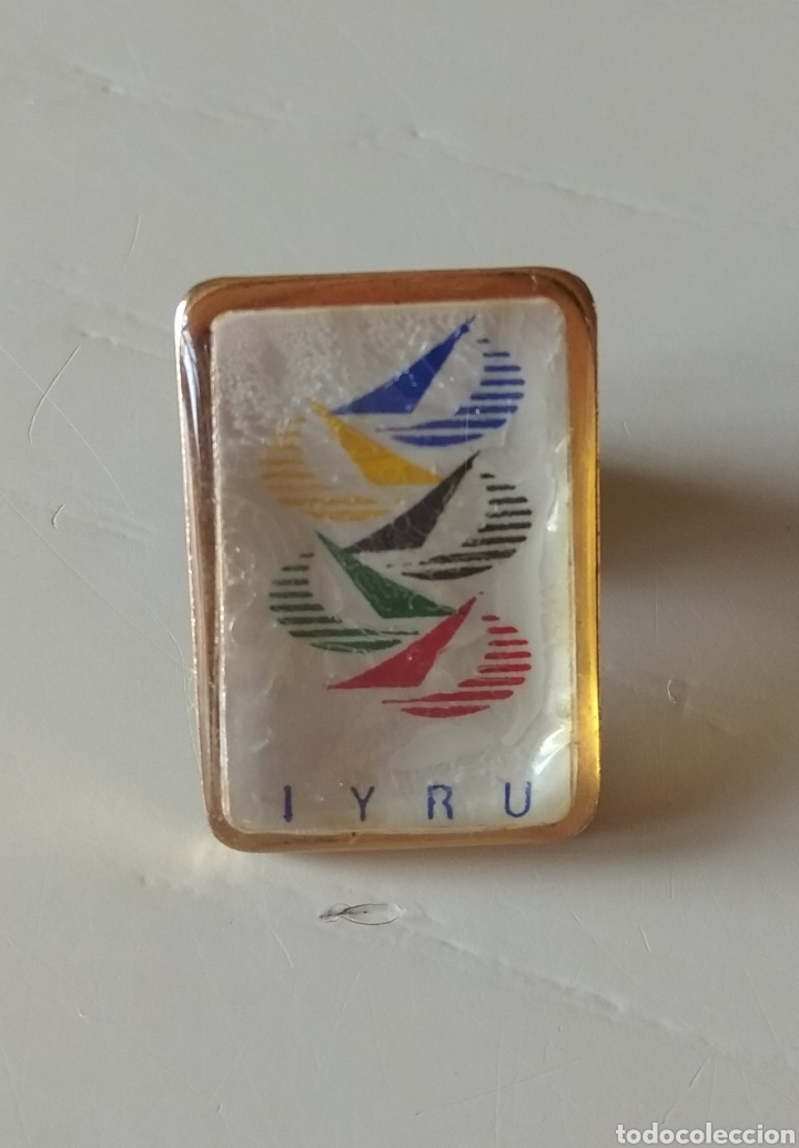 PIN DE LA UNION INTERNACIONAL DE REGATAS DE YATES (Coleccionismo Deportivo - Pins otros Deportes)
