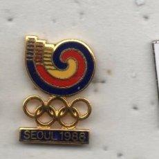 Coleccionismo deportivo: LOTE DE 3 PINS OLIMPIADAS. Lote 198620905