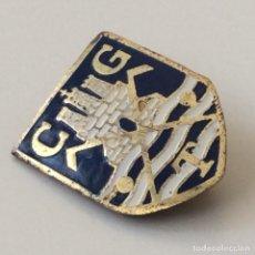 Coleccionismo deportivo: PIN ANTIGUO DEL CLUB DE GOLF TERRAMAR DE SITGES. Lote 199769635