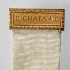 Coleccionismo deportivo: INSIGNIA DIGNATARIO II CAMPEONATO MUNDIAL DE NATACION. CALI (COLOMBIA). AÑO 1975. Lote 201286098
