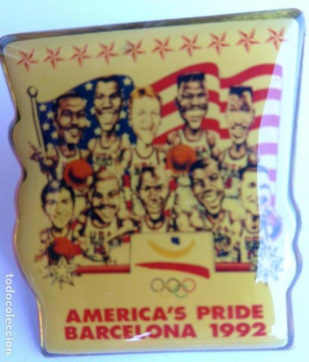 Coleccionismo deportivo: PIN EQUIPO BALONCESTO EE UU OLIMPIADA BARCELONA 1992. DREAM TEAM. AMERICAS PRIDE. ORIGINAL. - Foto 3 - 208947890