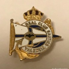 Coleccionismo deportivo: ANTIGUA INSIGNIA DE OJAL ESMALTADA PIN REAL CLUB NAUTICO DE VALENCIA. Lote 210593458