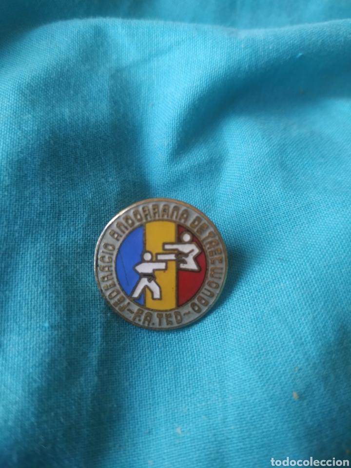 PIN BADGE FEDERACIÓN ANDORRANA TAEK-WONDO ESMALTADO ANDORRA (Coleccionismo Deportivo - Pins otros Deportes)