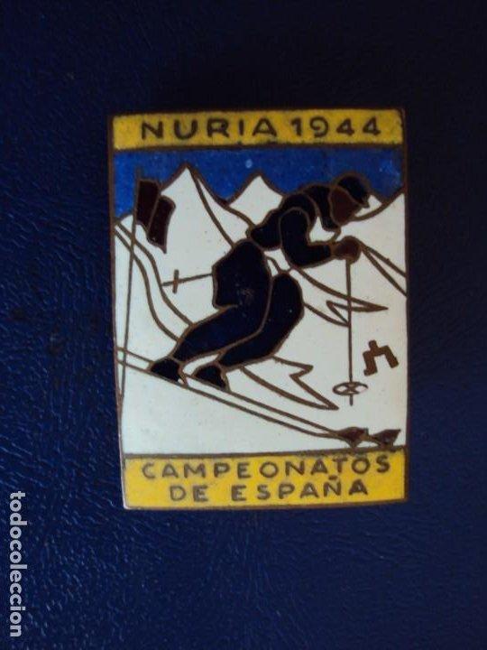 (PUB-200765)INSIGNIA ESMALTADA DE AGUJA NURIA 1944 - CAMPEONATOS DE ESPAÑA (Coleccionismo Deportivo - Pins otros Deportes)