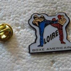 Coleccionismo deportivo: PIN DE DEPORTES. DEPORTES CONTACTO. BOXEO AMERICANO. FULL COMBAT. Lote 213334865