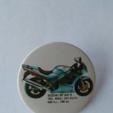 Coleccionismo deportivo: PIN CHAPA MOTO PUBLICIDAD MOTOCICLISMO SUZUKI RF 600 R, 599 C.C. 100 CV (MIDE 3,8 CM DIÁMETRO). Lote 214229731