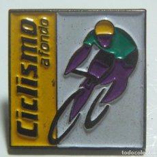 Coleccionismo deportivo: PIN CICLISMO A FONDO. Lote 217398176