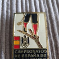 Colecionismo desportivo: INSIGNIA CAMPEONATOS ESPAÑA DE ESQUÍ DE FONDO PAJARES 1968. Lote 217704323