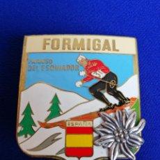 Coleccionismo deportivo: PIN FORMIGAL CHAPA DE AGUJA ANTIGUO PINTADO. Lote 217715205