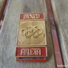 Coleccionismo deportivo: PLACA CON BROCHE DE ALFILER PARA PARTICIPANTE EN OLIMPIADA DE MEXICO 68. Lote 217829432